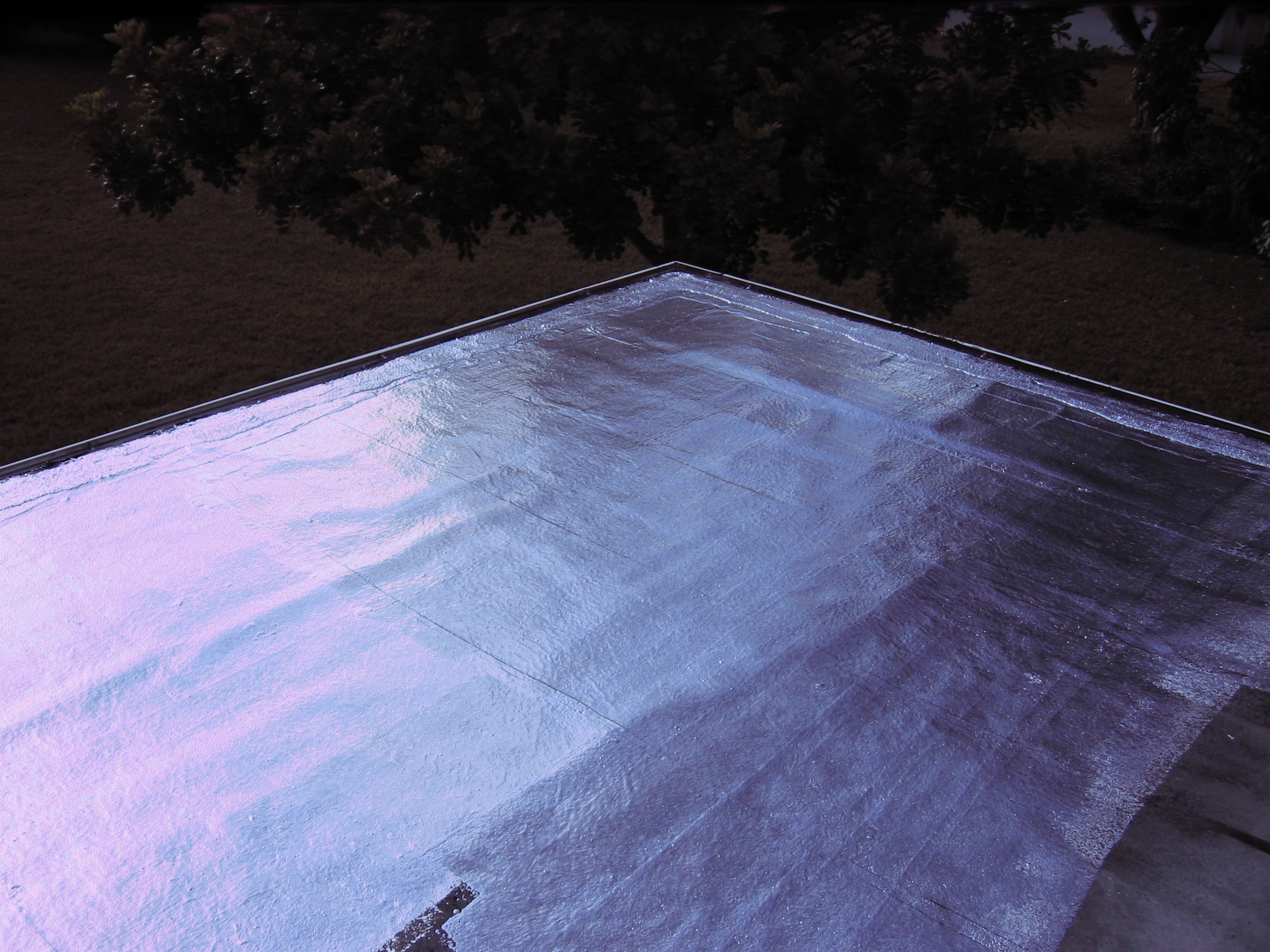 ALUMINUM ROOF PAINT Is A Reflective Roof Coating With Aluminum Pigment And  Asphalt In A Solvent System. Reflects The Sunu0027s Heat And UV Rays.
